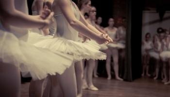 """Vai zini, kā radies termins """"klasiskā deja""""?"""