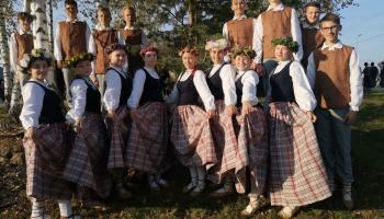 """Iepazinām Jaunpiebalgas kultūras nama jauniešu deju kolektīvu """"Piebaldzēni"""""""
