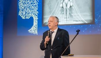 Valdis Segliņš iepazīstina ar pētījumu par senajām likumu normām Divupē