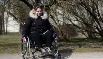 Reportāža: Elvīra no pansionāta pārceļas uz dzīvi dzīvoklī