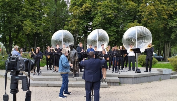Bez orķestra nevar! Arī pēc skolas absolvēšanas, jaunieši turpina spēlēt skolas orķestrī