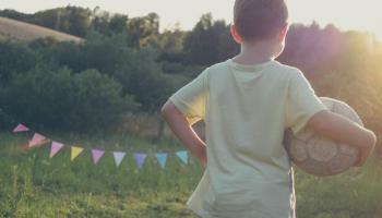 Futbols ar lielākām bumbām bērnu sacensībās: argumenti par un pret izmaiņām