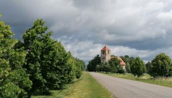 Iepazīstam Lestenes un Gaiķu baznīcas kopā ar sakrālā mantojuma pētnieci Mārīti Putniņu