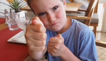Speciālisti: Latvijā mobings ir problēma gan skolās, gan darba vidē