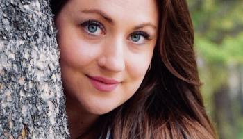 Vijolniece Elīna Bukša: nebaidīties tradīcijas pārtulkot mūsdienu valodā