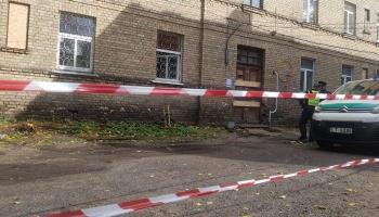 Nesen Rīgā iegruvušo ēku atzīst par neekspluatējamu, iedzīvotājiem jāmeklē jauni mājokļi