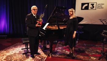 """Maestro Raimonda Paula koncerts ciklā """"Viens pats studijā"""""""