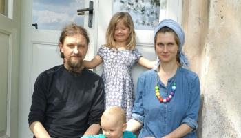 Ģimenes ikdiena Auļukalnā: radošā darbošanās mijas ar muižas atjaunošanas darbiem