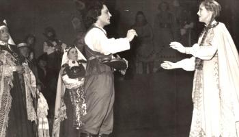 Dailes teātris. Pirmie 50 gadi aizrit Eduarda Smiļģa zīmē. Otrā saruna