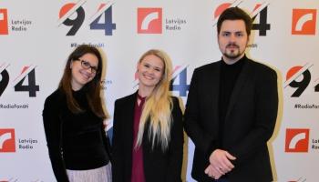 Beāte Zviedre, Ieva Šablovska un Jēkabs Jančevskis gatavojas Eiroradio Ziemassvētku dienai
