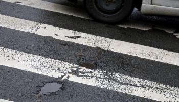 Ямы на дорогах: как получить компенсацию, если машина получила повреждения