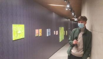 """Viens pats muzejā. Ēriks Apaļais un pastaiga pa viņa personālizstādi """"Ģimene"""""""