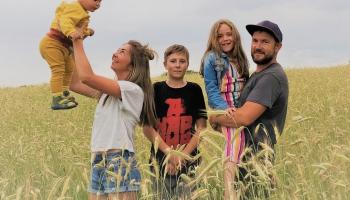 """Aleksejs Danilins saimniecībā """"Liepkalns"""" audzē rudzus, kviešus, auzas, zirņus un griķus"""