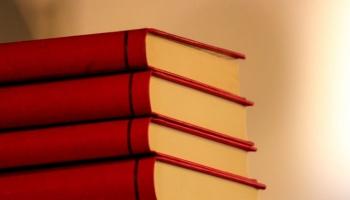 Latvijas Sarkanā grāmata - ērkšķu plūme, sīkais āboliņš, maurloks, kokvarde u.c.