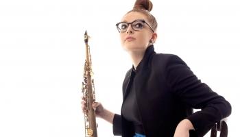 "Saksofoniste Džesa Gillema un ""Jess Gillam Ensemble"" albumā ""Time"" (2020)"