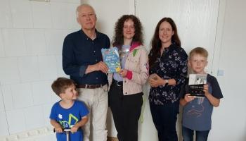 Dzejas dienu laikā mīklas min bērnu dzejnieks Māris Rungulis ar ģimeni