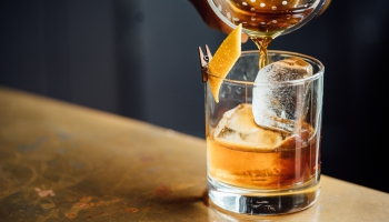 Alkohola tirdzniecība internetā: pārdošanas apjomi palielinās vai rūk šajā laikā