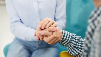 Aizpildīt sevī bezsakņu sajūtu jeb pieaugušie bērni meklē savus vecākus