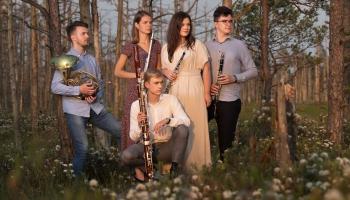 """Mūzika, kas piestāv vasarai. """"Klasikas"""" studijā - """"Meritum Quintet"""" mūziķi"""