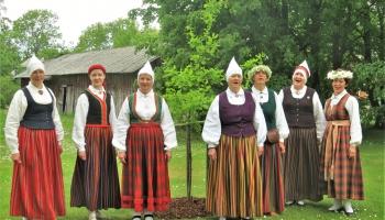 """Gaidot Vasaras saulgriežus, iepazīsimies ar Salacgrīvas folkloras kopu """"Cielava"""""""