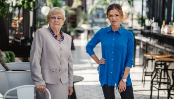 Dubultportretā vecmāmiņa un mazmeitiņa - Silvija Geikina un Marta Grigale