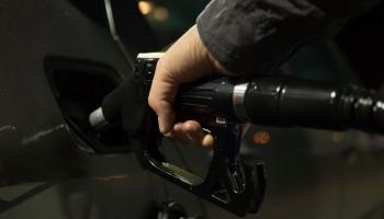Naftas cenas kāpj, Baltijā vairākas nedēļas pieaug arī degvielas cenas