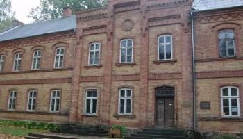 Vecumnieku Sarkanā skola: tās dibinātājs Andrejs Spekke un hercoga dzelzs manufaktūra