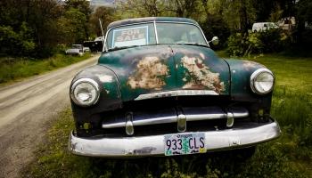 Коронавирус в Латвии привел к резкому всплеску покупок старых авто