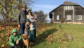 Grāpju ģimene izvēlas dzīvot Skujenē un dzīvi laukos popularizē sociālajos tīklos