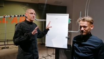 Kristians Brekte un Modris Svilāns radījuši parafrāzi par simtgadīgu mūzikas instrumentu