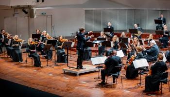 Liepājas Simfoniskais orķestris ar Mocarta 40. simfoniju un Imanta Kalniņa mūzikā