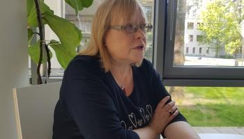 Kādus vīrus neskar vīruss? Valodnieciskās mīklas min tulkotāja un rakstniece Silvija Brice