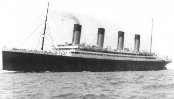 """20. oktobris. 1910.gadā sekmīgi ūdenī nolaists pasažieru laineris """"Olimpiks"""""""