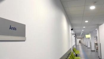 Mediķu pārstāve: Finansējumu veselības aprūpei var rast, pārdalot naudu starp nozarēm