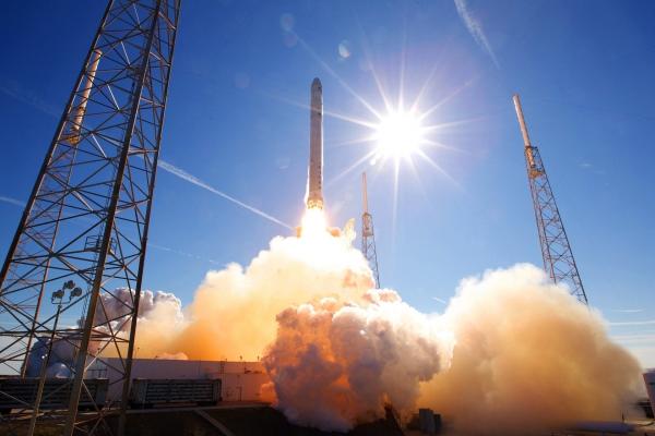 """Eksperti: """"Space X"""" lidojums ir jauna lappuse kosmosa izpētē un apguvē"""