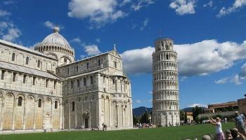 9. augusts. Sāk celt Pizas torni