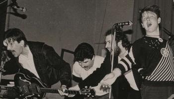 """1981. gada vasarā pirmoreiz uzstājās grupa ar nosaukumu """"Dzeltenie pastnieki"""""""
