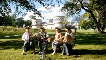 """Gaidot Vasaras saulgriežus, iepazināmies Luksemburgas postfolka grupu """"Rudzurika"""""""