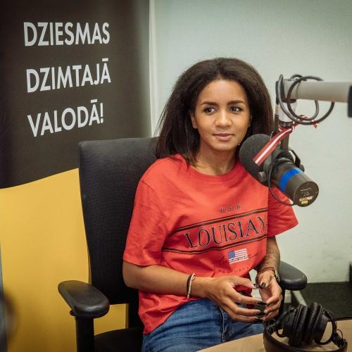 Aminatai pirmā dziesma latviešu valodā!