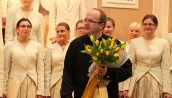 """Jauniešu koris """"Kamēr…"""" un diriģents Māris Sirmais koncertā """"Saules dziesmas"""" (2008)"""