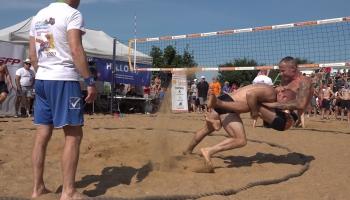 Открытый чемпионат Латвии по пляжной борьбе перенесли в Саулкрасты. И не пожалели