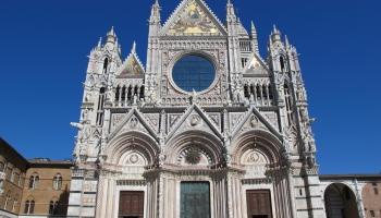 """9. jūnijs. Sjēnas katedrālē nogādā jauno altārgleznu – Dučo no Buoninsenjas darbu """"Maesta"""""""