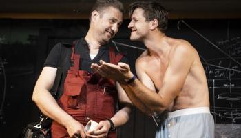"""Neierastā spēles laukumā Dailes teātrī tapusi izrāde """"Blokmājas Dons Kihots"""""""