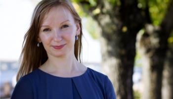 Inese Sirica iepazīstina ar savu pētījumu par otētiem motīviem uz pūralādēm