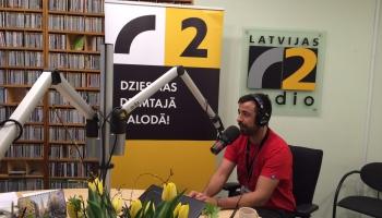 Auto braucēju stundu stūrē dziedātājs Roberto Meloni