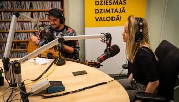 """Aija Andrejeva laiž klajā singlu """"Bungādiņas"""""""