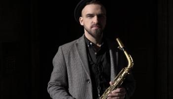 """Saksofonists Toms Rudzinskis: """"Rīgas ritmi"""" ir svētki mūziķiem un klausītājiem"""
