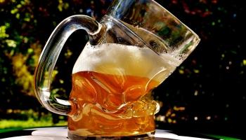 Reklāmas asociācija: Ierobežojumi reklamēt alkoholu būtiski ietekmēs pašus medijus