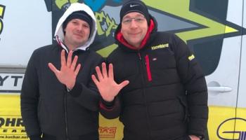 Autosportists Vorobjovs izvizina vienu no #DodPieci maratona ziedotājiem