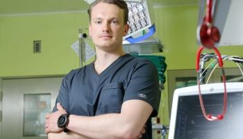 Mikroķirurgs Jānis Zariņš nebaidās domāt ārpus ierastajiem rāmjiem